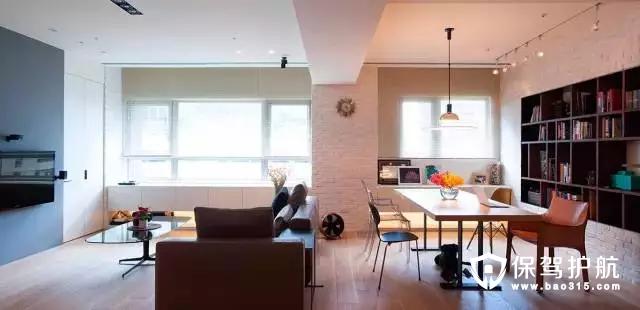 舍掉其中一个房间,将墙面上嵌入书柜,放一张桌子,既可以当餐桌,也可以作为办工桌,这个被舍弃的房间充当了两个角色!