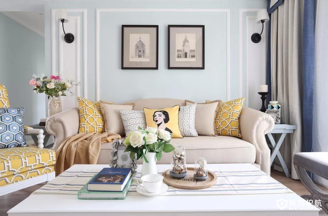 经典的美式单人沙发,舒适的米白色沙发,搭配与单人沙发花色一样的抱枕,鲜艳明媚,如冬日一股暖阳,给室内增添了温暖舒适感。