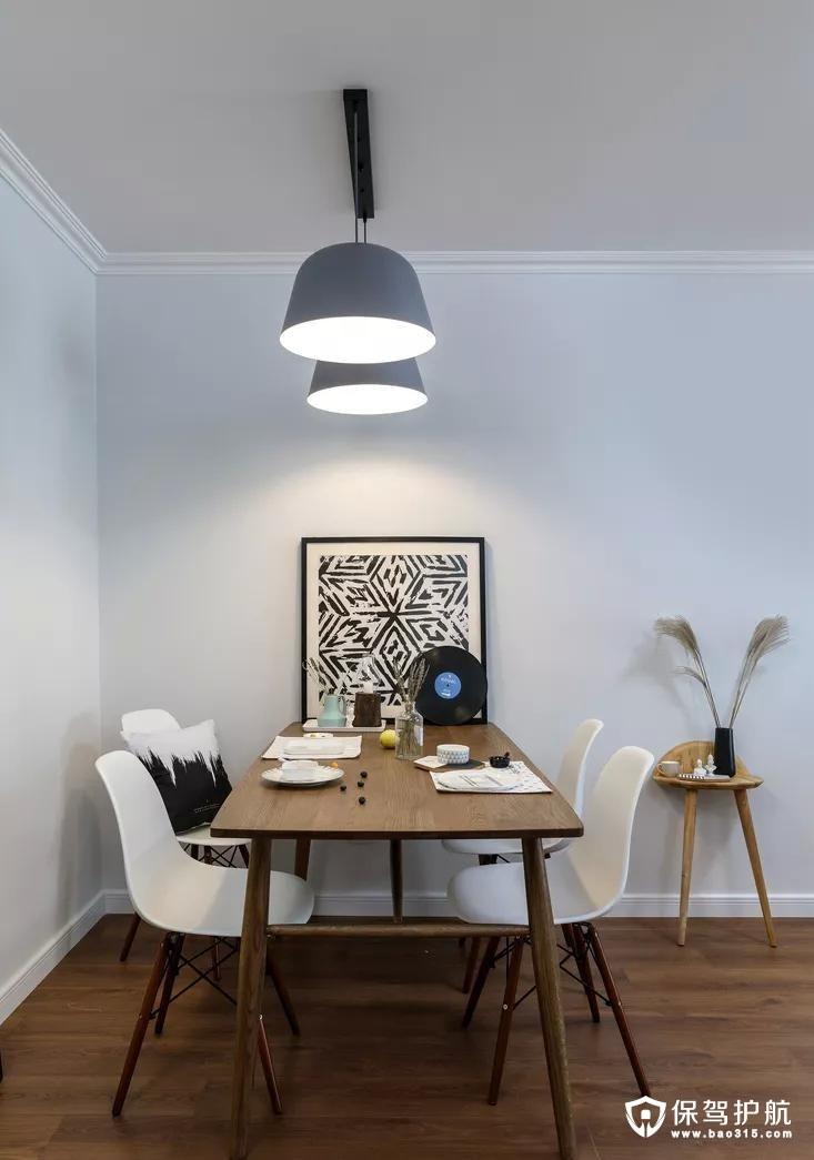 胡桃木的餐桌顺应整体风格,线条简洁明快,搭配白色餐椅,干净利落,雅致性感,克罗地亚蓝的吊灯内敛质朴,几何图案的画打破了空间的单一感,造型独特的小边几绝对是这个小角落的颜值担当。