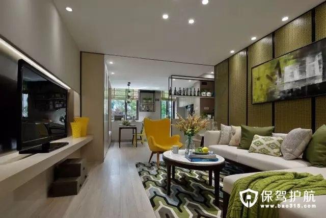 在这个客厅中,主人选择了草绿色作为沙发背景,再加上绿色抱枕与绿色拼色地毯的点缀,让客厅显得清新灵动。