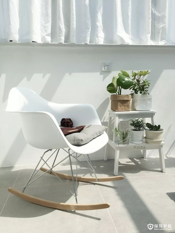 白色的懒人摇椅