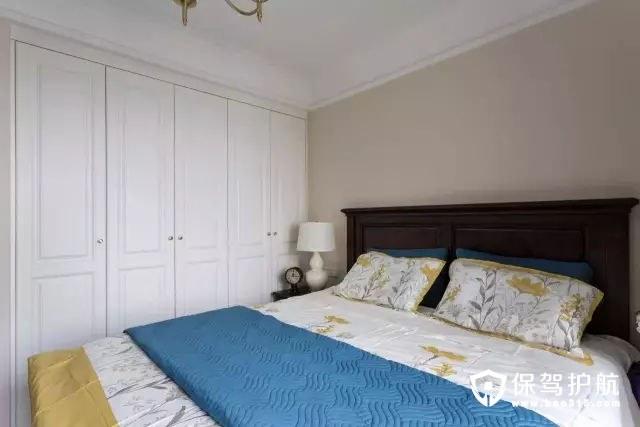 美式风格卧室通顶衣柜