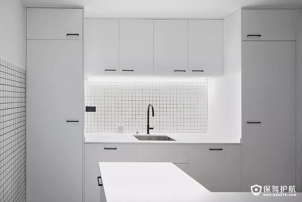 简约风格厨房洁白无瑕的橱柜
