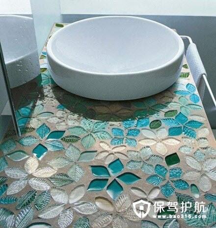 蓝绿色花瓣装饰大理石洗手台