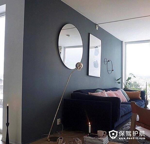 沙发后镜子