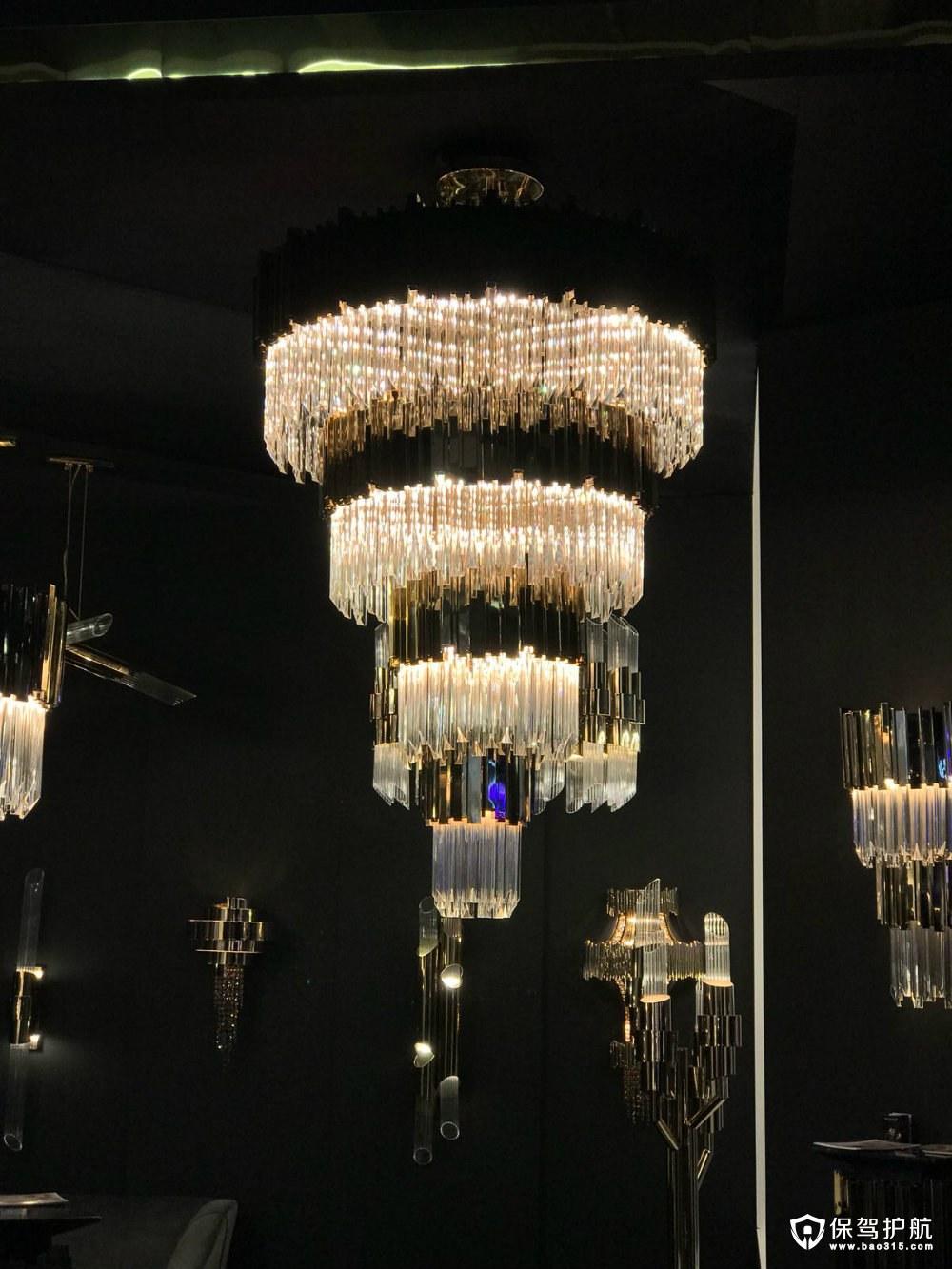 一盏欧式水晶吊灯,能让奢华瞬间充满整个空间