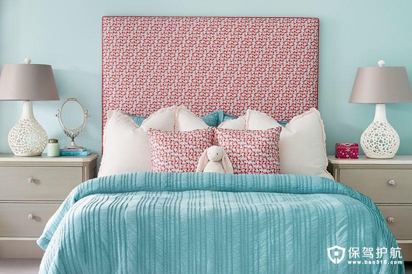 【设计】一个打破传统的红色,蓝色和花卉儿童卧室设计