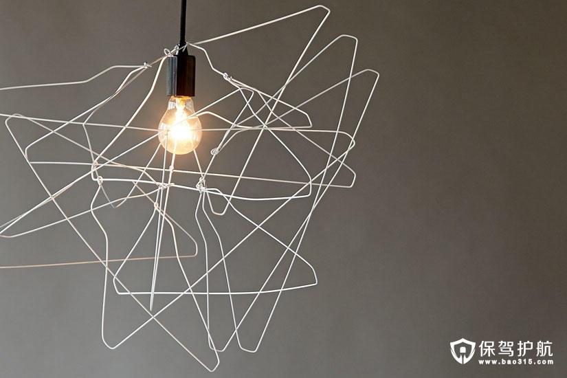 【DIY】不用的衣架别扔,变身为自由抽象的灯罩美爆你的空间!