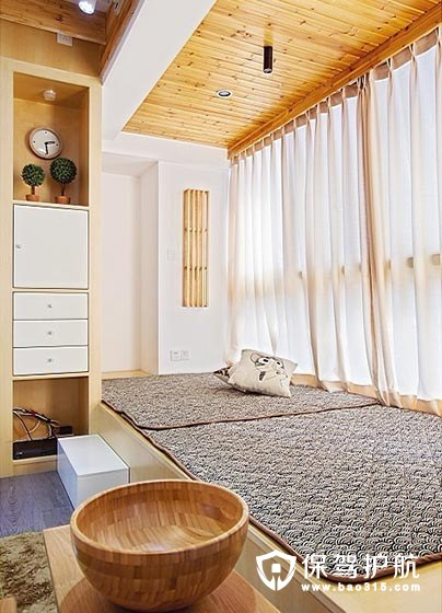 客厅阳台改造成小卧室,这种做法可?#26032;穡? title=