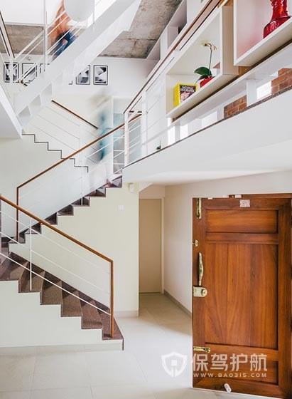 客厅进门见楼梯风水好吗,复式楼梯风水