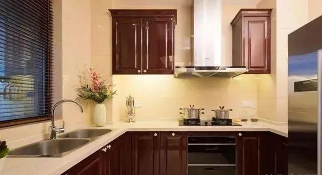 绵阳装修公司给你分析厨房装修集成灶还是油烟机-朗旭装饰
