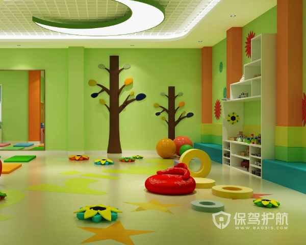 二、幼儿园装修设计注意事项 1、墙面 一般来说,使用饰物有很好的保护作用,有延迟使用期限的益处,同时也可以让空间变得更加美观、整洁、舒适,在幼儿园应当选择富有儿童特点,让孩子们可以有获取知识、提高审美能力的材料,能够创造出一种文化的学习氛围,但是注意需平整、转角的地方应为圆角,避免幼儿撞伤。如瓷片、易清洗的墙纸、各色的涂料、环保的硅藻泥都是不错的选择,但是颜色要淡雅、明快,应考虑环境及采光情况,整体色彩需统一。 2、门 门的设计需要考虑合理性,如不采用刚硬的质料,式样不出现尖锐的棱角,外表应平整、光洁,