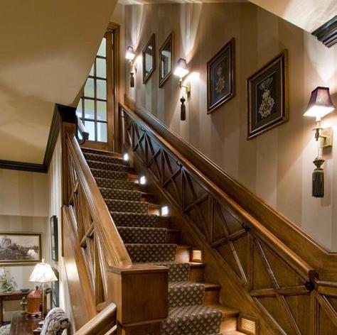 家庭楼梯拐弯墙面挂什么画好?楼梯墙面挂画原则