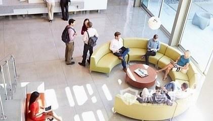 大型开放式办公室前台设计图