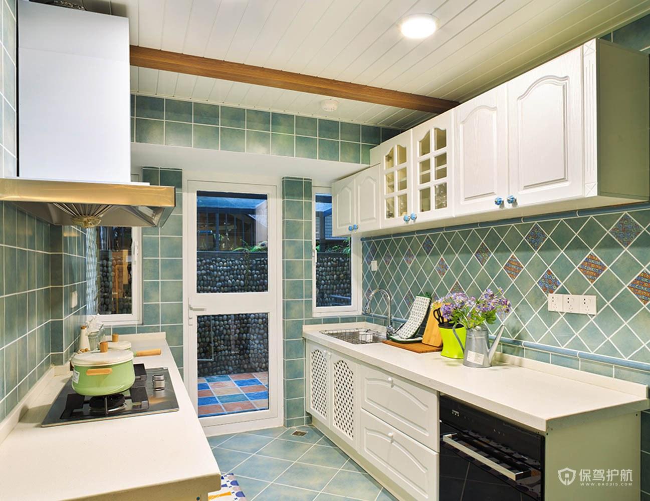 厨房水电走顶还是走地好呢?