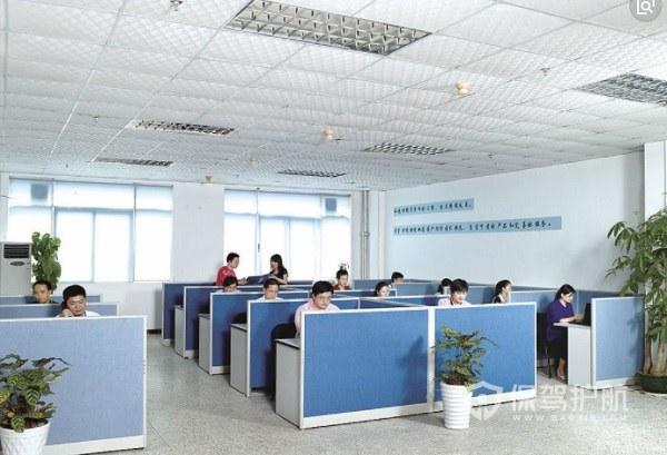 简单大型开放式办公室实景图