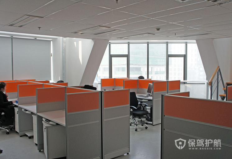 小型简单开放式办公室实景图