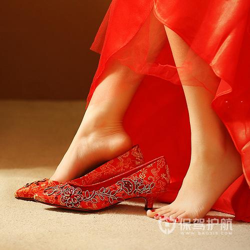 中式婚鞋图-保驾护航