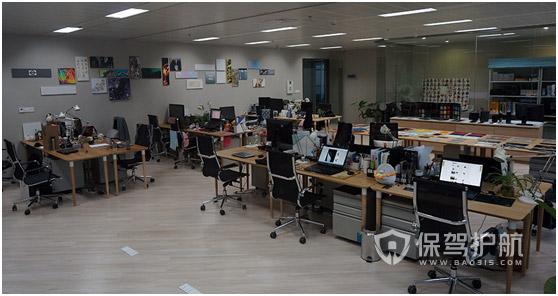 小型设计公司开放式办公室实景图