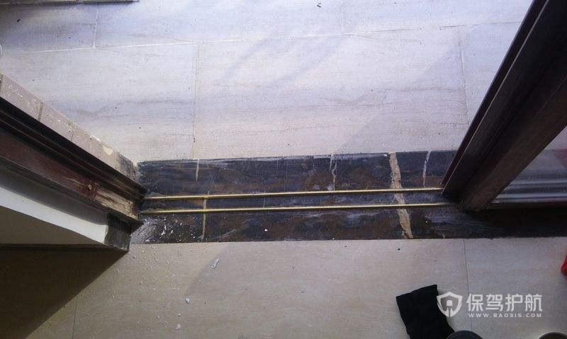 铜条推拉门安装图-保驾护航装修网
