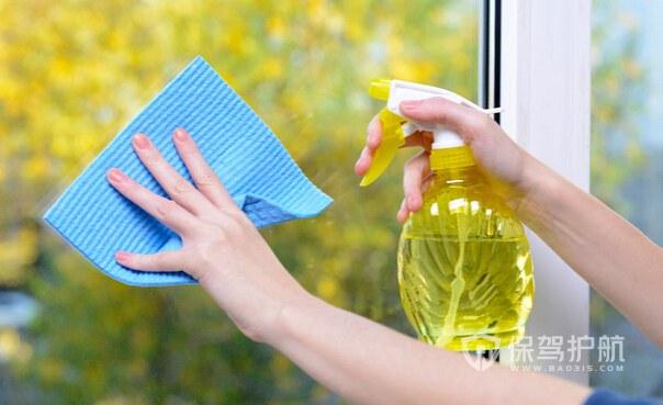 玻璃门窗怎么清洗明亮?清洁玻璃门窗的注意事项