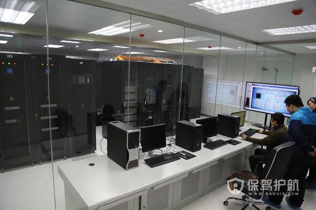 大型开放式办公室机房装修效果图