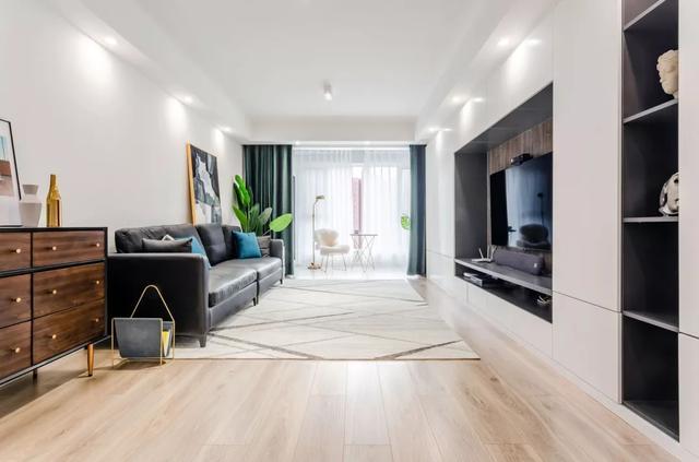 120㎡现代简约风装修只靠软装搭配,客厅装修不放茶几,舒适又省钱!