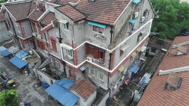 上海英式风格洋房,夫妇睡卧室,公公睡客厅,装修改造后大8倍!