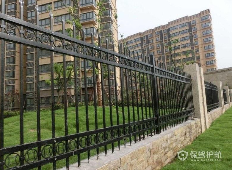 铁艺围栏一平众少钱?铁艺围栏有哪些安置格式