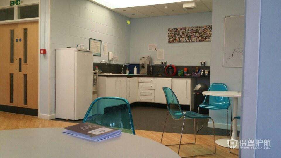 休闲家居式开放式办公室效果图