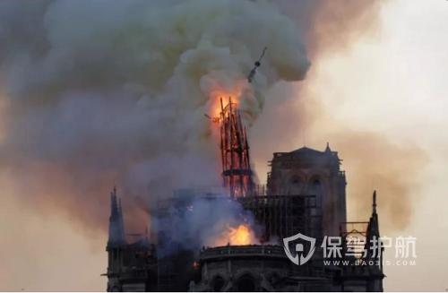 巴黎圣母院塔尖烧断-保驾护航