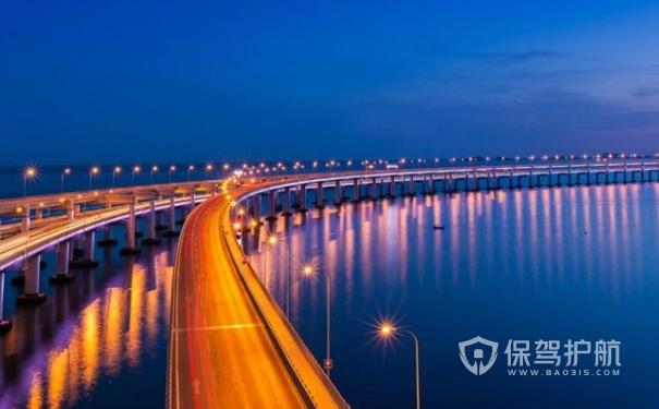 深圳妈湾港建跨海隧道长1.1千米,通道总长8.05千米