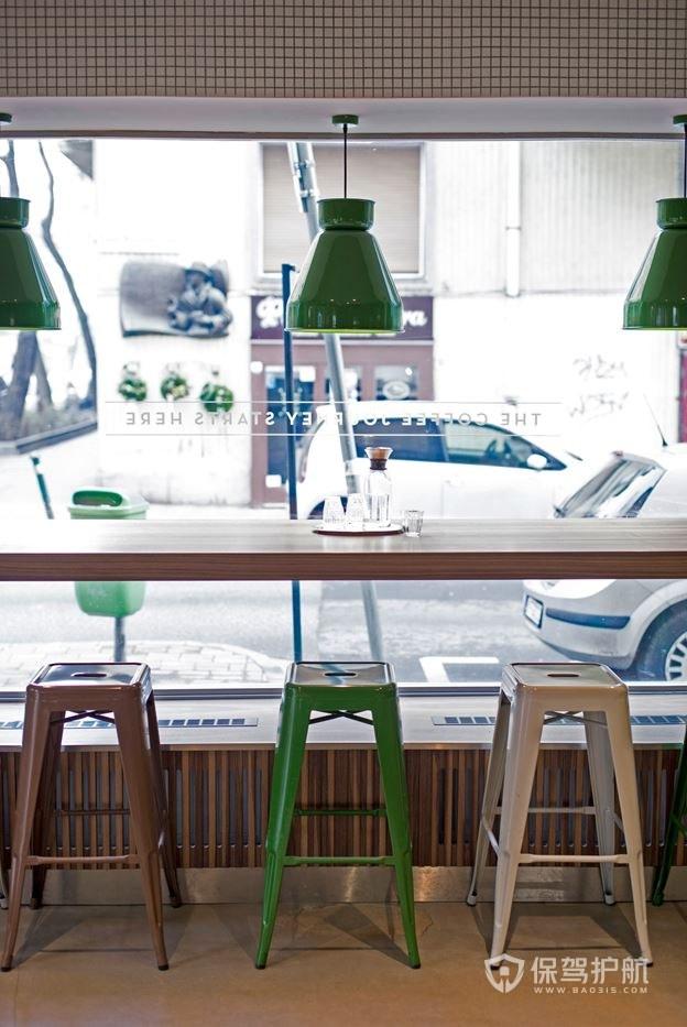 小型咖啡馆卡座式桌椅布局