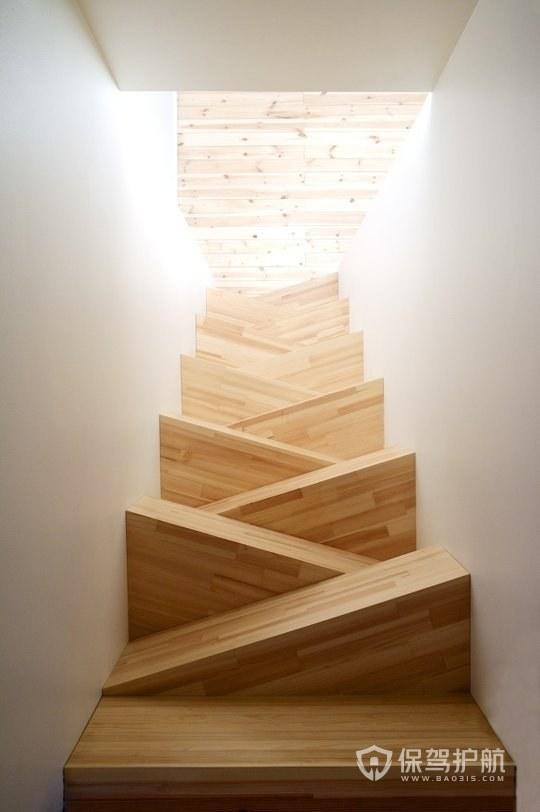 木质错步楼梯-保驾护航装修网