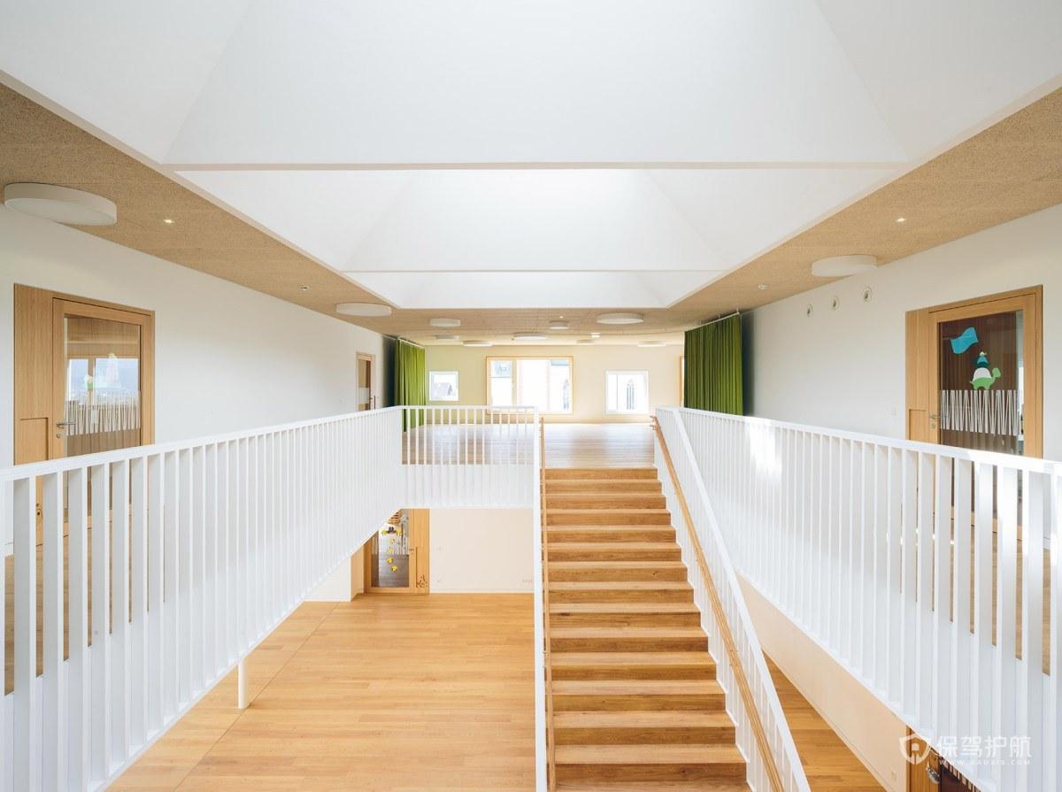 原木清新幼儿园楼梯装修效果图