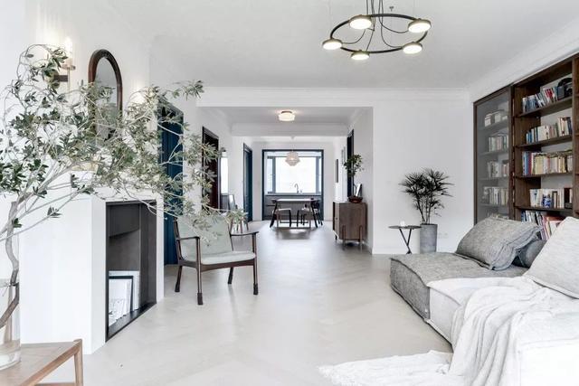 設計師巧用家具組合,他們家的客廳居然會變形,到處都是精心設計