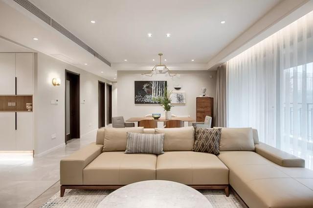 新房硬软装前后花了快40w,亲戚看完客厅却?#24403;?#22353;了,是真的吗?