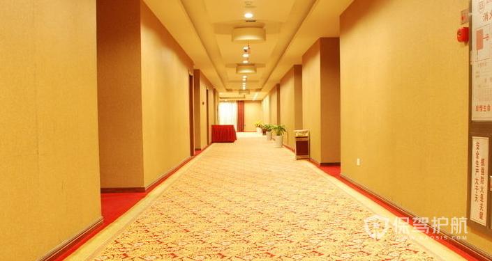 小宾馆用地毯还是地板砖-保驾护航装修网