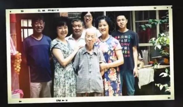 为89岁奶奶祝寿,爆改百年老宅,四世同堂,14人同住