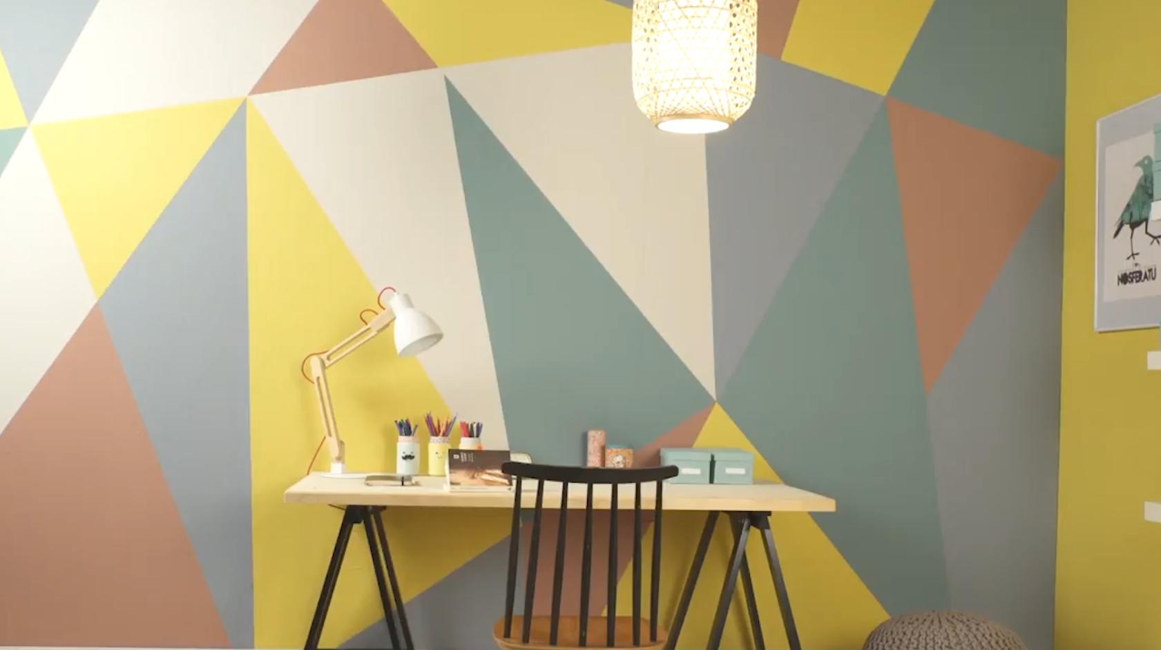 美丽墙面DIY  大胆地自己动手,用画笔与贴纸描绘起属于自己的美丽墙面,微小的投入加上巧妙的心思,就能带来独一无二的墙面风情。