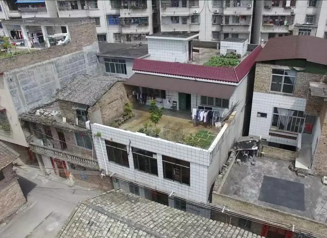 五代十口之家住城中村自建老宅装修改造,爆改后让一家人梦想成真
