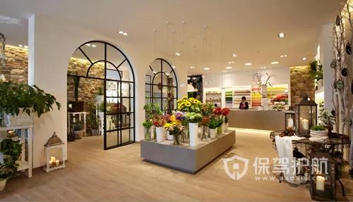 【花店装修流程】小型花店布置技巧与鲜花摆放