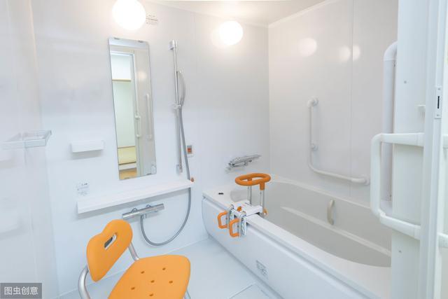 日本8㎡浴室,不仅干湿分离,收纳功能齐全,还能塞下浴缸!太强