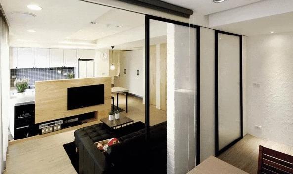 66㎡小婚房,情侣自己改造,拆3道墙后客厅、厨房比邻居大3倍