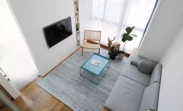 26㎡簡約loft公寓,地臺沙發+懸浮設計,還有一個空中浴缸!