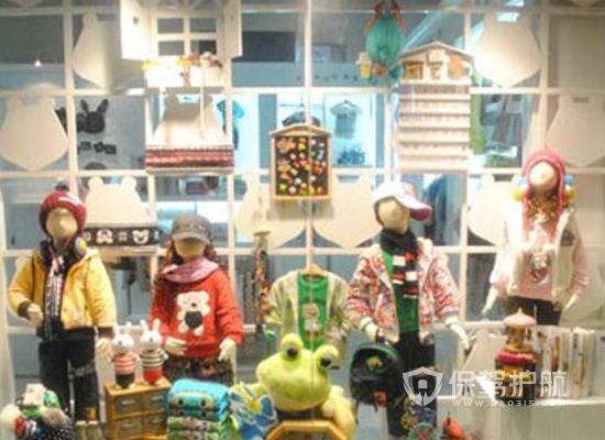 简约风格童装店橱窗设计效果图