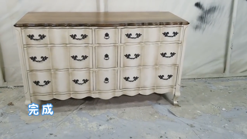 旧家具如何改造变得美观又实用  屋里的家具久了,又旧又丑,丢掉又觉得可惜,那该怎么办呢?我们不妨试一试把旧家具进行改造