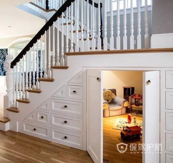 复式楼装修必看:楼梯下方空着浪费,小改后空间扩大好几倍!赶紧学起来图片