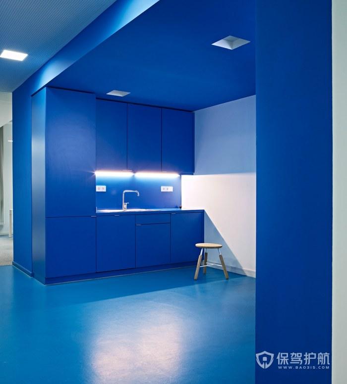 蓝色调办公室茶水区装修效果图