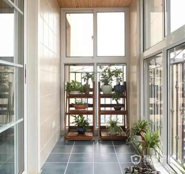 家里阳台太小怎么办?如何增加小阳台的收纳功能?